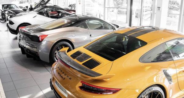 Porsche 911 Turbo and Ferrari